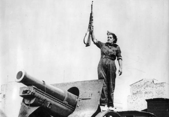 Mujer combatiente en Barcelona (1936)