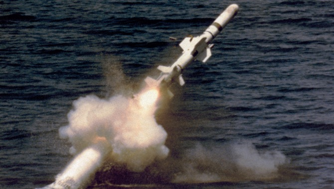 Misil lanzado desde submarino